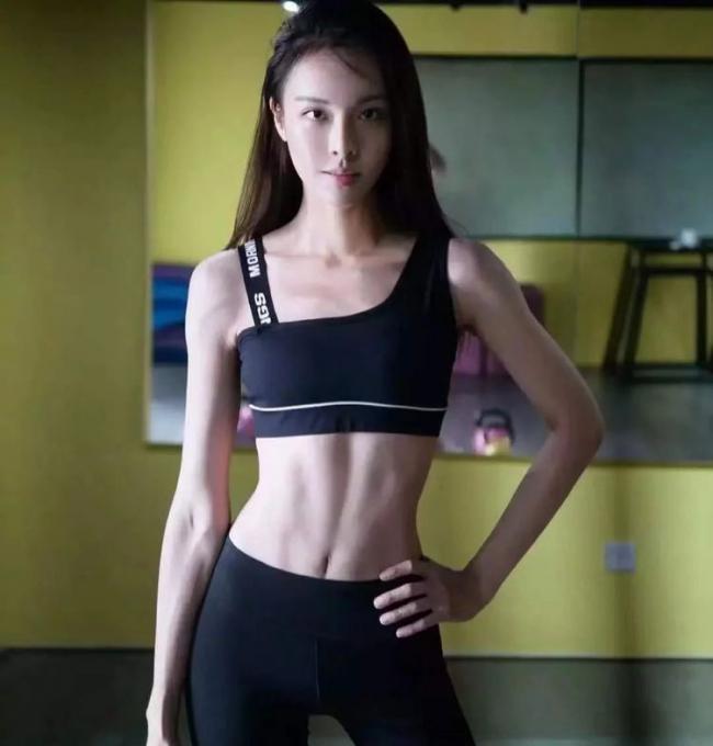 """越南美女靠健身逆襲,被誇真人版""""娜美"""",醜小鴨變白天鵝超勵誌 第4张"""