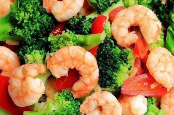 西蘭花炒蝦仁好吃不貴,孩子最愛的綠色菜 第2张