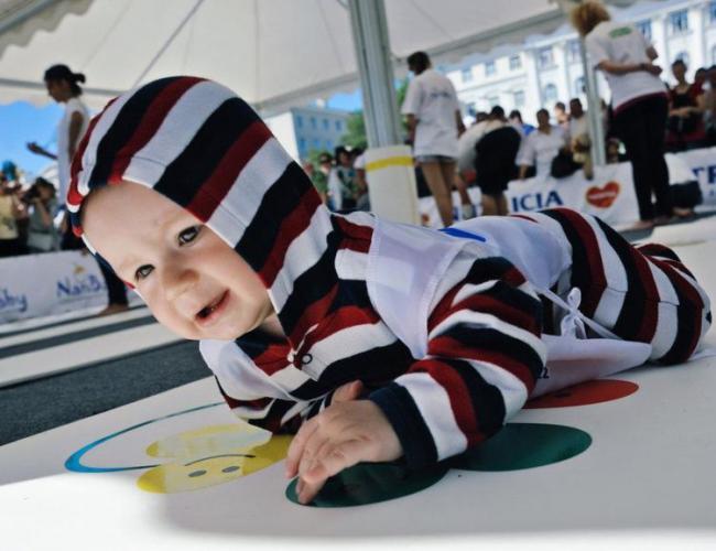 孩子爬行敏感期錯過很可惜,5種姿勢助力寶寶學爬行 第2张