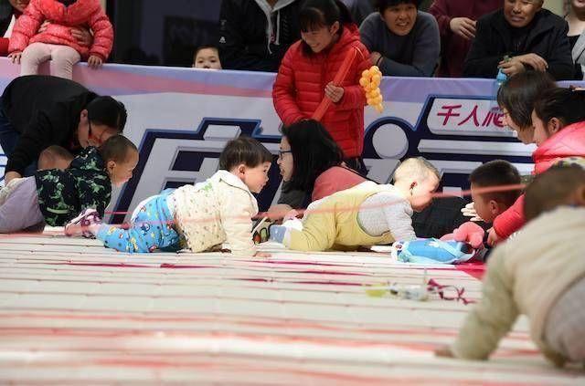 孩子爬行敏感期錯過很可惜,5種姿勢助力寶寶學爬行 第3张