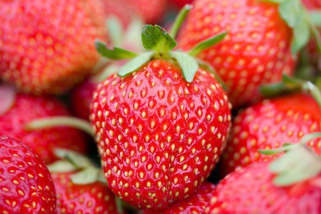 教你幾個小竅門可以挑選到又香又甜的新鮮草莓 第2张
