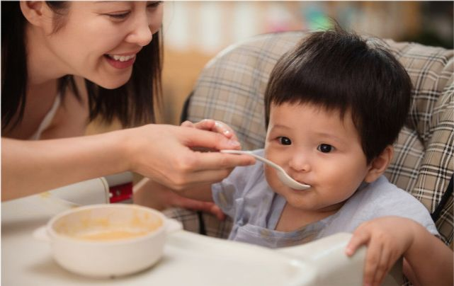 1歲半寶寶的輔食是吃粥好還是吃米飯好? 第4张