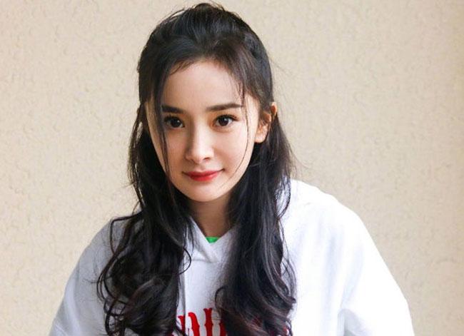 楊冪的歌有哪些 飽受爭議的她曾獲得年度女歌手獎 第1张