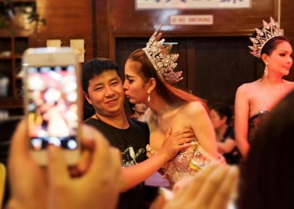 """被中國富豪娶走的最美""""泰國人妖""""妮薩現在怎樣了呢? 第2张"""