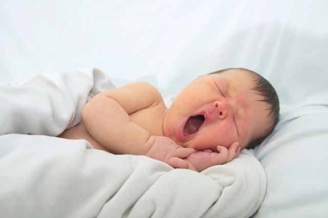 新生兒什麼時候可以用枕頭?註意這個時間否則不利於脊柱發育 第2张
