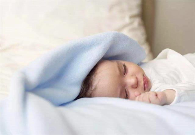 新生兒什麼時候可以用枕頭?註意這個時間否則不利於脊柱發育 第1张