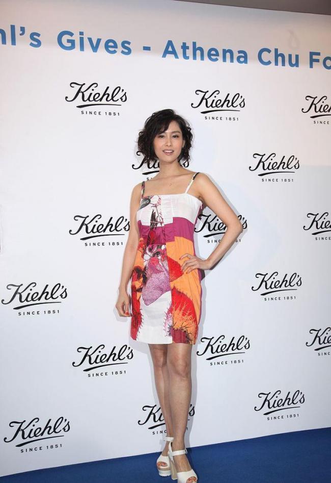 學習朱茵的吊帶裙穿搭為自己的造型提供更多參考 第7张