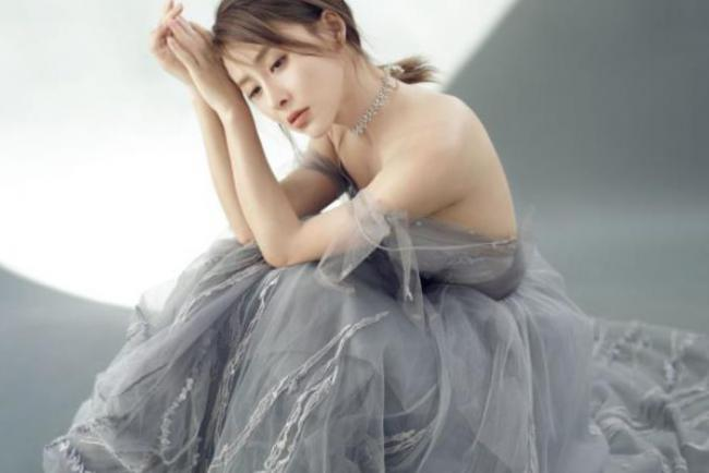 賈青被稱為娛樂圈最幹凈的女星, 不炒作靠自己的實力走紅 第2张