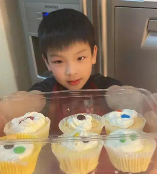 黃聖依的好基因都給了兒子楊安麟,顏值不是一般的高 第2张