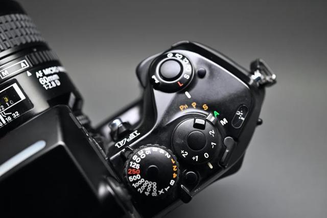 尼康F4旗艦級單反相機,自動對焦鏡頭深受攝影師歡迎 第3张