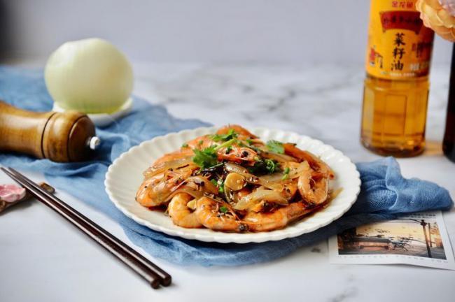 大蝦好吃的做法,加入黑胡椒燉煮入味,鮮美可口 第2张