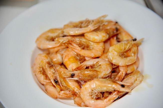 大蝦好吃的做法,加入黑胡椒燉煮入味,鮮美可口 第5张
