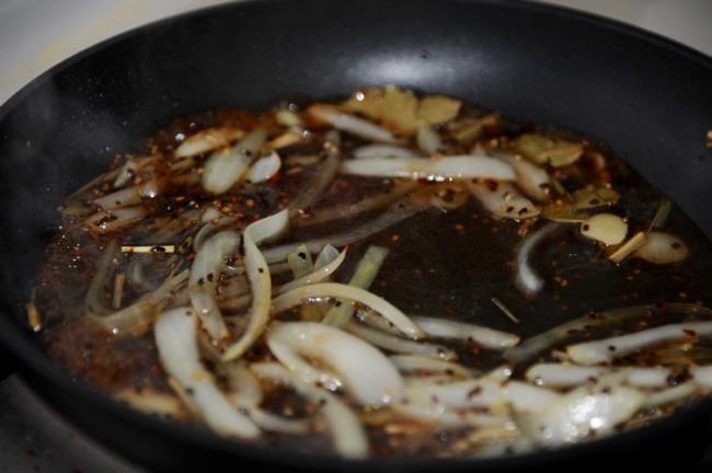 大蝦好吃的做法,加入黑胡椒燉煮入味,鮮美可口 第9张