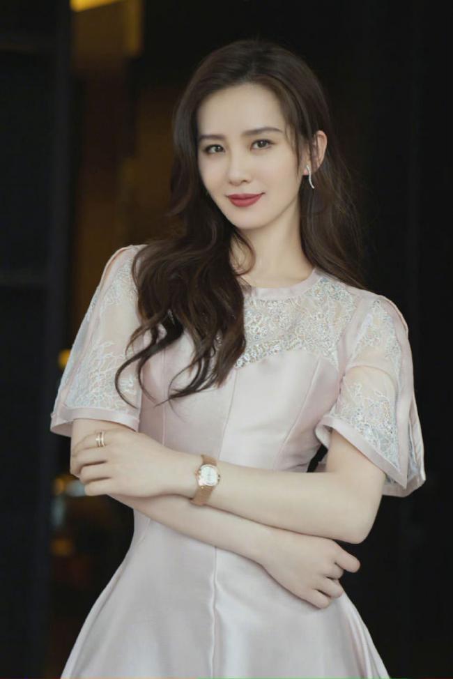 劉詩詩的復古輕眼妝正流行,提升氣質調整眼型 第1张
