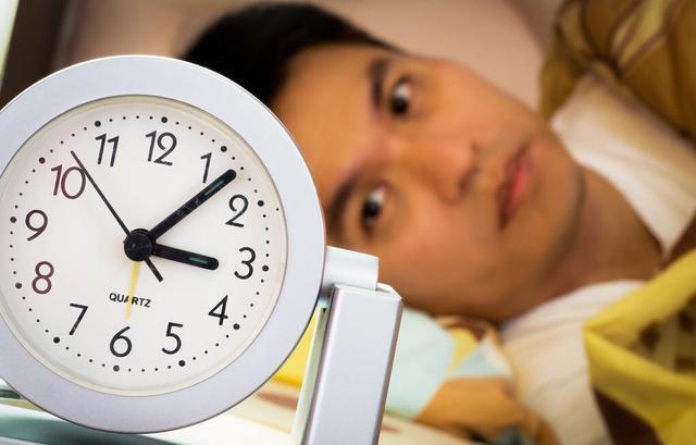 失眠者這3種食物別吃,可能會讓失眠癥狀加重 第1张